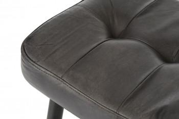 Zoom sur l'assise capitonnée en cuir noir
