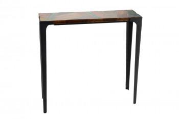 Console en bois recyclé et métal de style industriel.