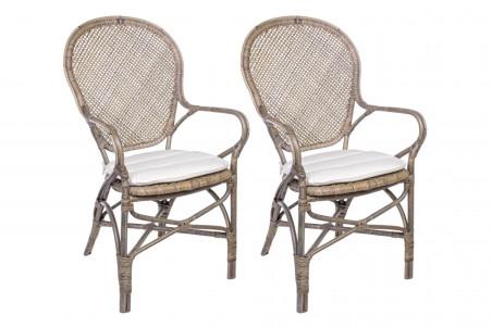 Lot de deux fauteuils de salle à manger en rotin finition chêne clair